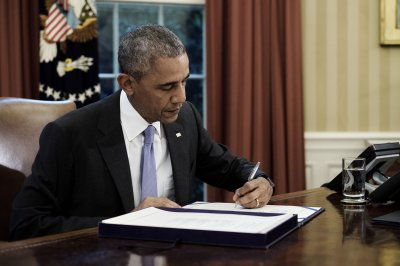 Obama signs bill to speed up Freedom of Information process