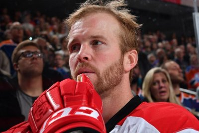 'Emotional' Bryan Bickell to return to Carolina Hurricanes after MS diagnosis