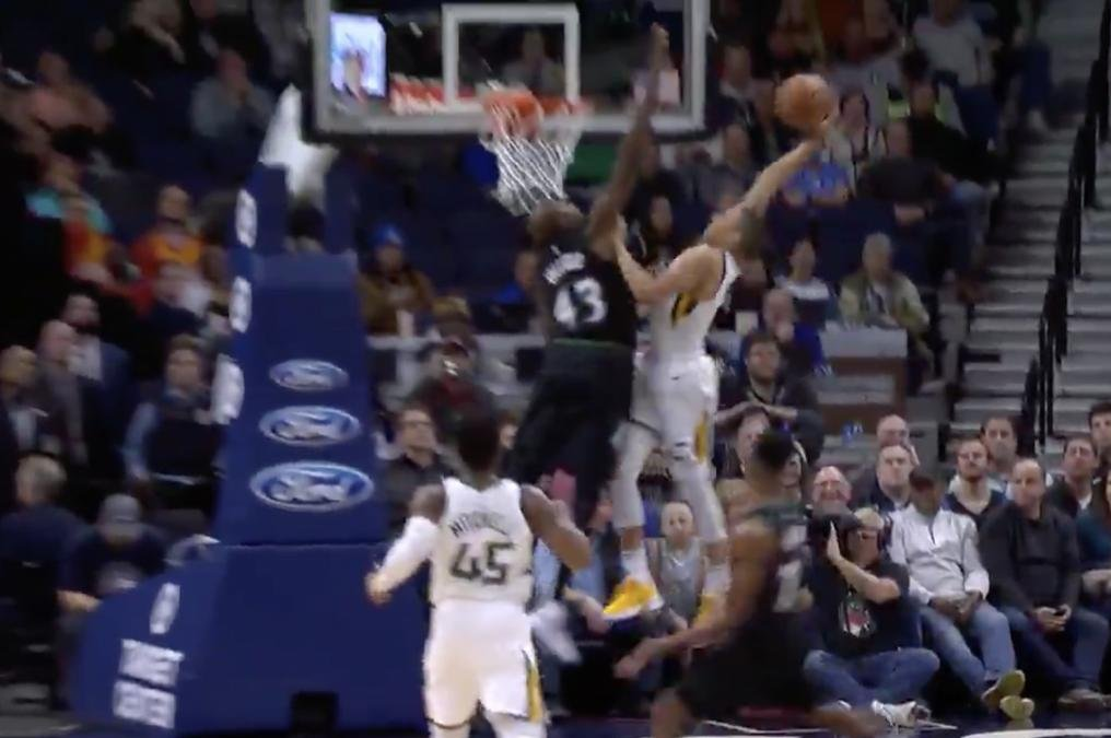 Watch Timberwolves Anthony Tolliver Rejects Jazz S Dante Exum