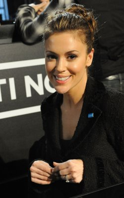 Alyssa Milano pregnant with first child
