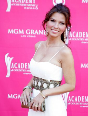 Shania Twain tops beautiful Canadian list