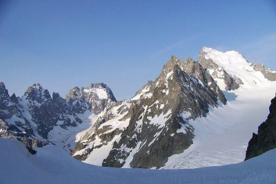 Avalanche in French Alps kills seven climbers, including foreigners