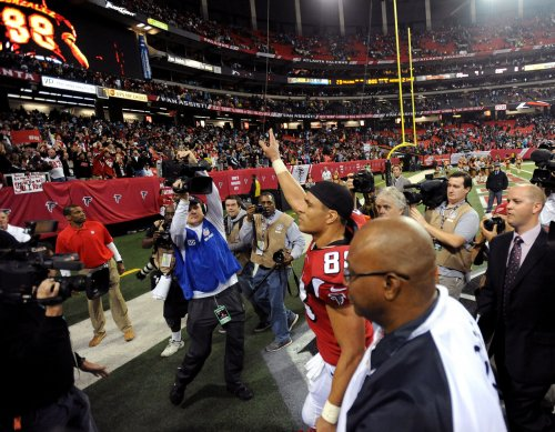 Record-setting Tony Gonzalez retires from NFL