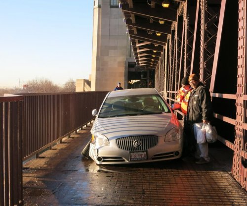 Car found stranded on Chicago bridge's bike path