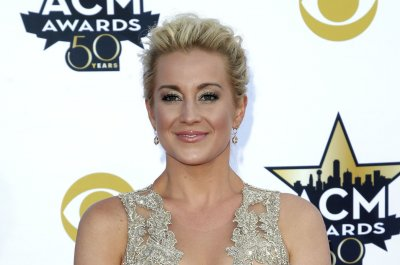 Kellie Pickler to co-host 'Knock Knock Live' with Ryan Seacrest