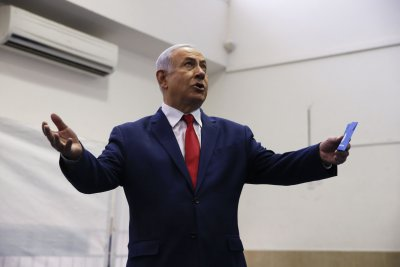 Israeli lawmakers back Netanyahu to form government