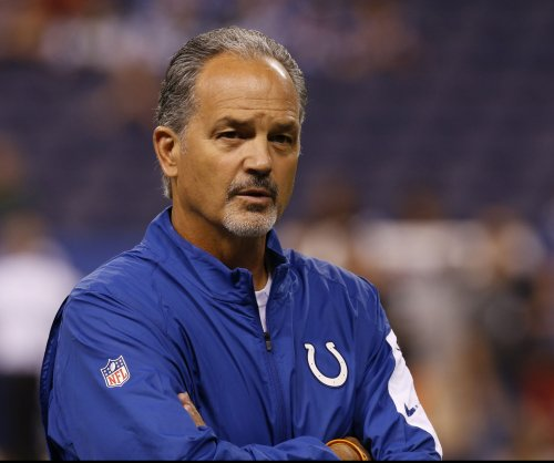 Ailing Matt Hasselbeck guides Indianapolis Colts past Houston Texans