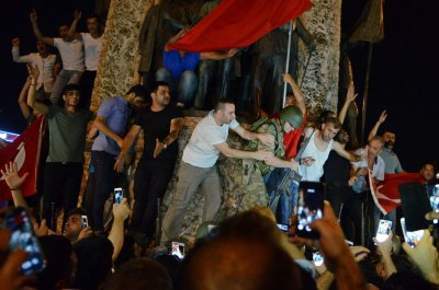 Two more soldiers suspected in Erdogan kidnap plot captured