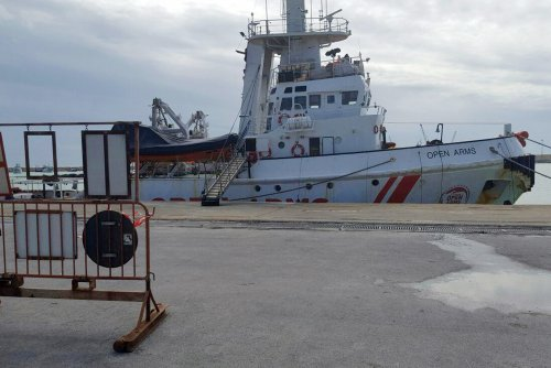 Italy detains Spanish ship after picking up 218 migrants
