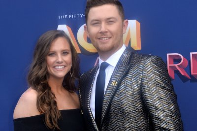 Scotty McCreery marries Gabi Dugal in N.C.