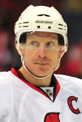 Alfredsson returning for 17th NHL season