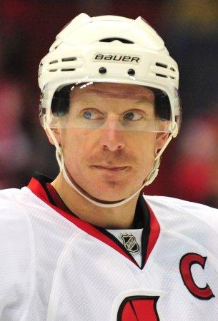 Alfredsson returning for 17th NHL season