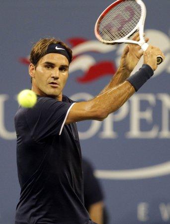 Federer, Murray take early U.S. Open wins