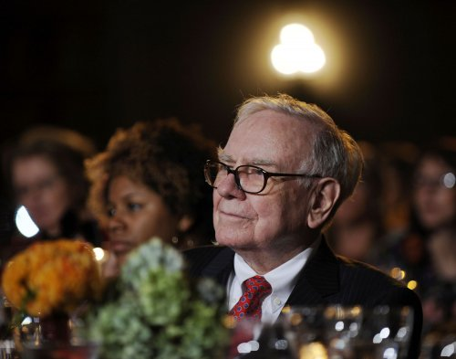 Buffett tweets on women at work