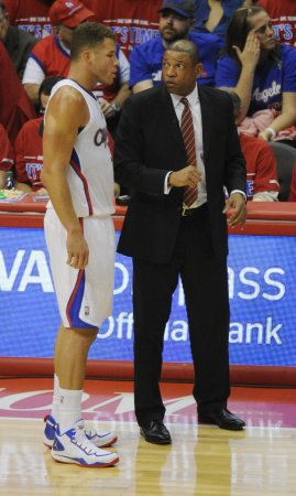 Paul, Griffin lead Clippers in rout of Heat