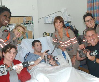 Kristen Wiig, 'Ghostbusters' co-stars pay surprise visit to hospital