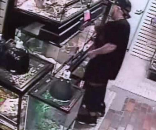 Florida pet store thief tried to hide snake in pants