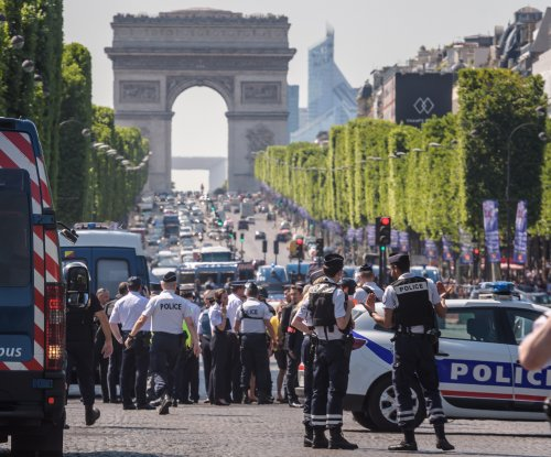 Suspect dead after another attack on Paris' Avenue des Champs-Élysées