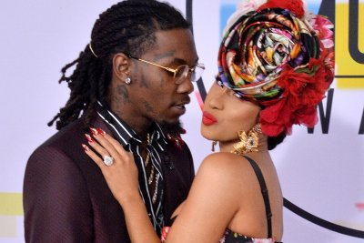 Offset begs Cardi B to take him back during concert