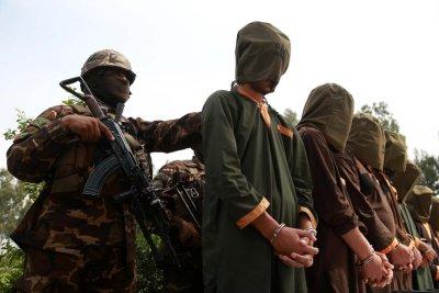 Afghan gov't will release 100 Taliban prisoners to restart peace talks