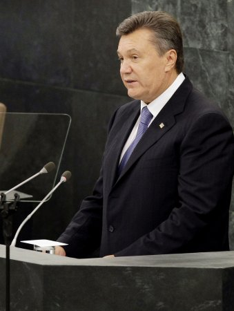Ukrainian president doesn't sign EU accord under pressure from Russia