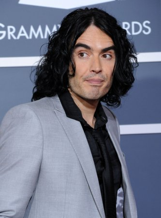 Russell Brand to hand out Oscars