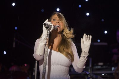 Mariah Carey, Blake Shelton to perform on New Year's special