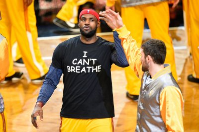 LeBron James: Hillary Clinton offers message 'that we need'