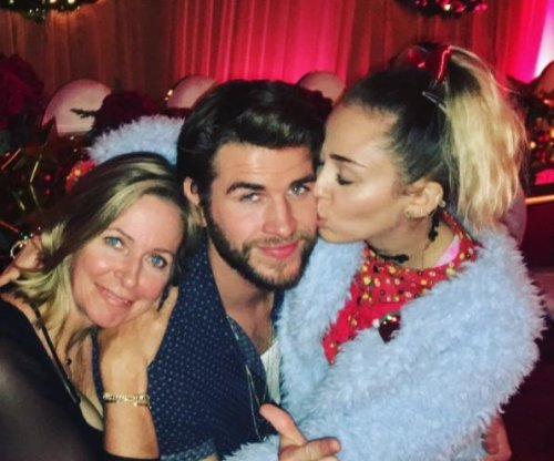 Miley Cyrus, Liam Hemsworth cozy up over the holidays