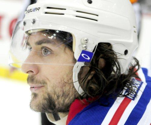 Mats Zuccarello, Henrik Lundqvist help New York Rangers edge Washington Capitals