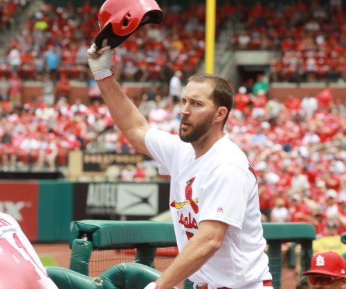 Adam Wainwright's bat, arm leads St. Louis Cardinals over Los Angeles Dodgers