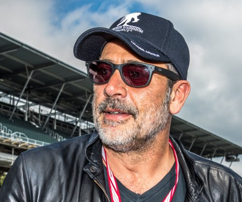 'Walking Dead' villain Jeffrey Dean Morgan 'still gets the finger flipped' at him