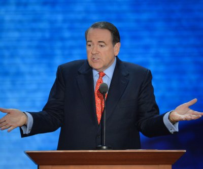 Mike Huckabee shows support for Josh Duggar and family