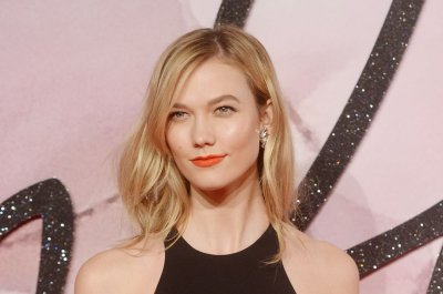 Karlie Kloss apologizes for geisha photo shoot in Vogue