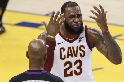NBA players exchange ideas about LeBron James' next team
