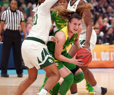 Oregon star guard Sabrina Ionescu wins John R. Wooden Award