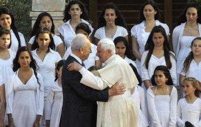 Pope blasts anti-Semitism, backs Palestinian state