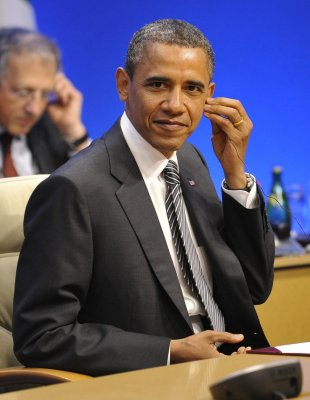 Obama sees energy cooperation with Poland