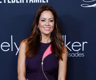 Brooke Burke-Charvet and Chris Harrison to co-host 2016 Miss America pageant