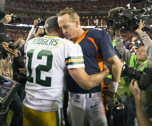 Broncos remain perfect with big victory over Packers