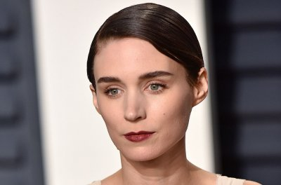 Rooney Mara plays grieving widow in trailer for 'A Ghost Story'