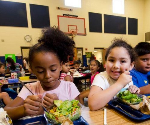 NYC public schools to offer free lunch to all students
