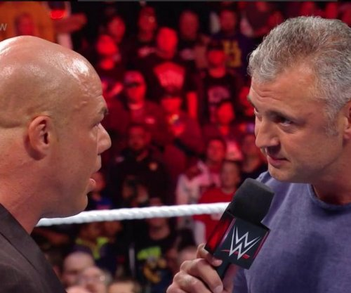 WWE Raw: Smackdown Live invades Raw, decimates locker room