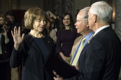 Tina Smith, Doug Jones sworn in as senators