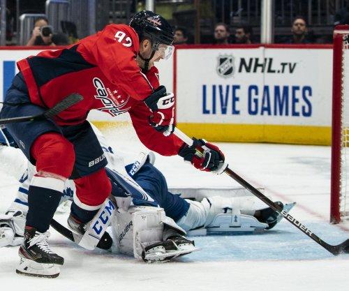 Kuznetsov, Carlson spark Capitals comeback win over Maple Leafs