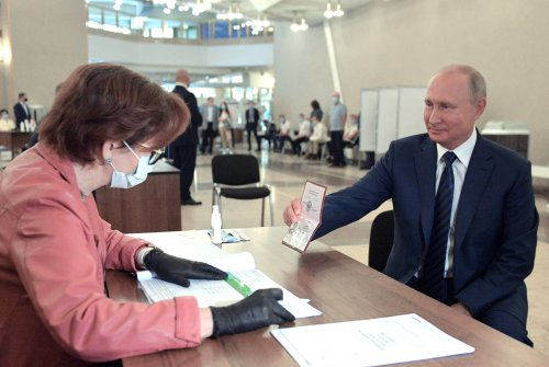 Russians vote to allow Putin to rule until 2036