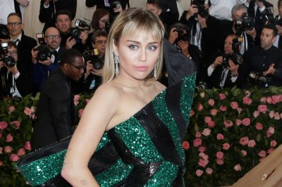 Miley Cyrus to perform for healthcare workers at Super Bowl LV pre-show