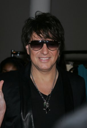 Sambora completes rehab, is ready to tour