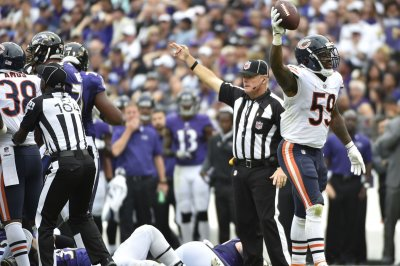 Bears LB Trevathan 'proud' of Smith for holdout