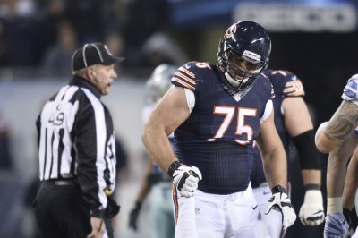 Chicago Bears sign OL Kyle Long to four-year extension